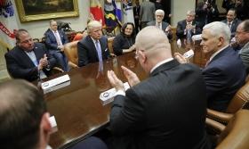 Trump får applåder från amerikanska fack