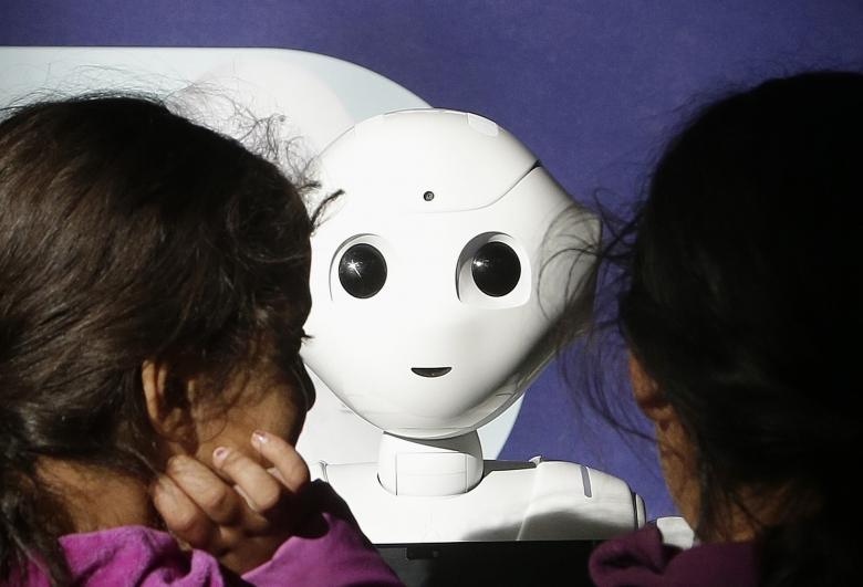 """Robotisering gör att EU """"bör överväga"""" medborgarlön"""