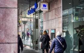 Oxfam: Kräv att företag rapporterar som bankerna