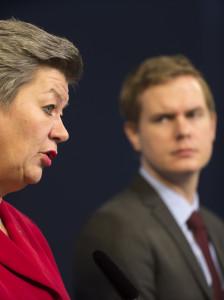 Statsråden Ylva Johansson (S) och Gustav Fridolin (MP). Foto: Henrik Montgomery/TT.
