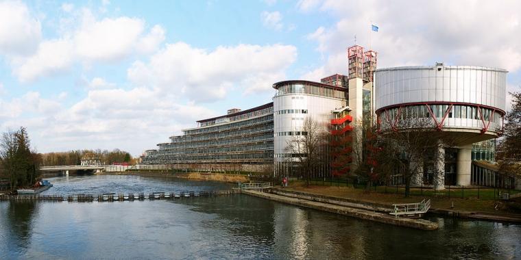 Tillåtet förbjuda franska offentliganställda att bära slöja