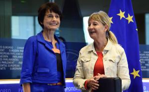 EU-kommissionär Marianne Thyssen med EU-parlamentarikern Maria Ulvskog, (S). Foto: EU-kommissionen.