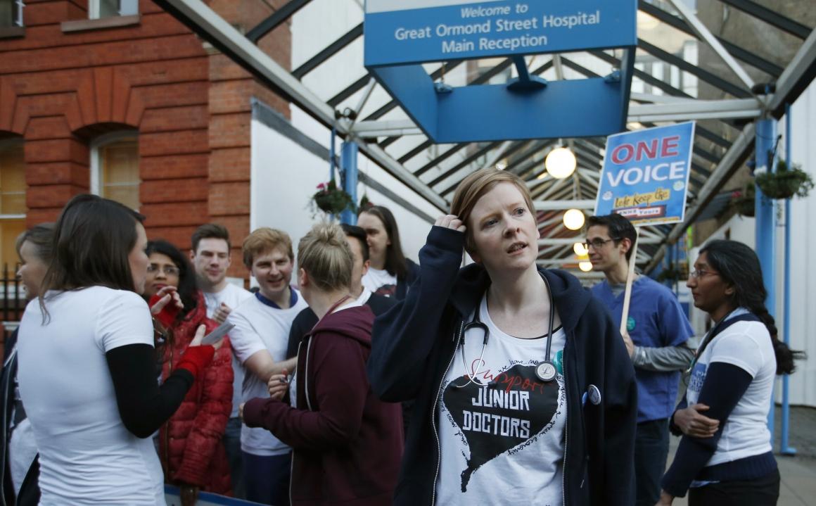30 000 engelska läkare i strejk