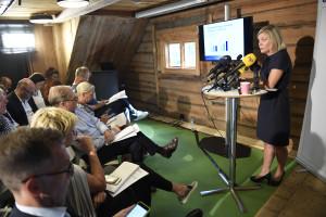 Finansminister Magdalena Andersson om det ekonomiska läget. Foto: Maja Suslin/TT.