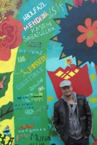 Muralmålningen i centrala Arvika skapades i somras av svenska ungdomar och ungdomar från HVB för ensamkommande. Peter Sandvall är stolt över vad hans ungdomar har åstadkommit. Foto: BÖRGE NILSSON/Textra