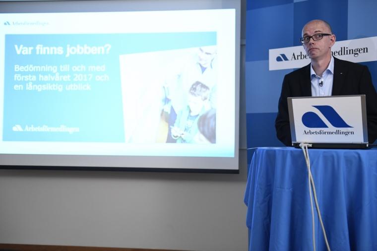 AF: Arbetskraftsbristen gör oss helt beroende av utrikes födda