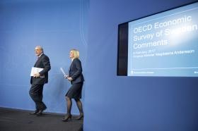 """""""OECD tonar ner kraven på sänkta lägstalöner"""""""