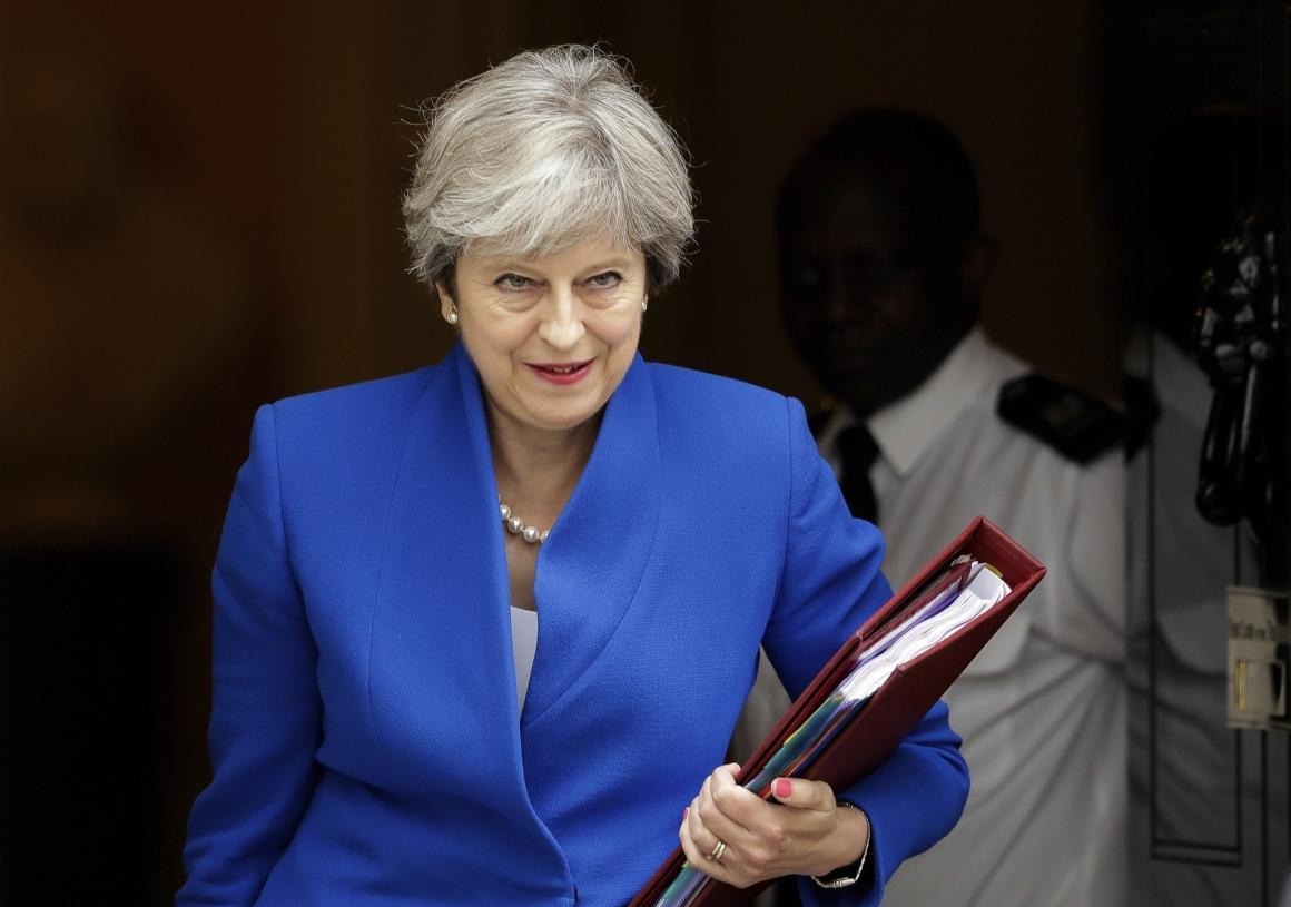 Nu ber Theresa May EU-medborgare att stanna kvar