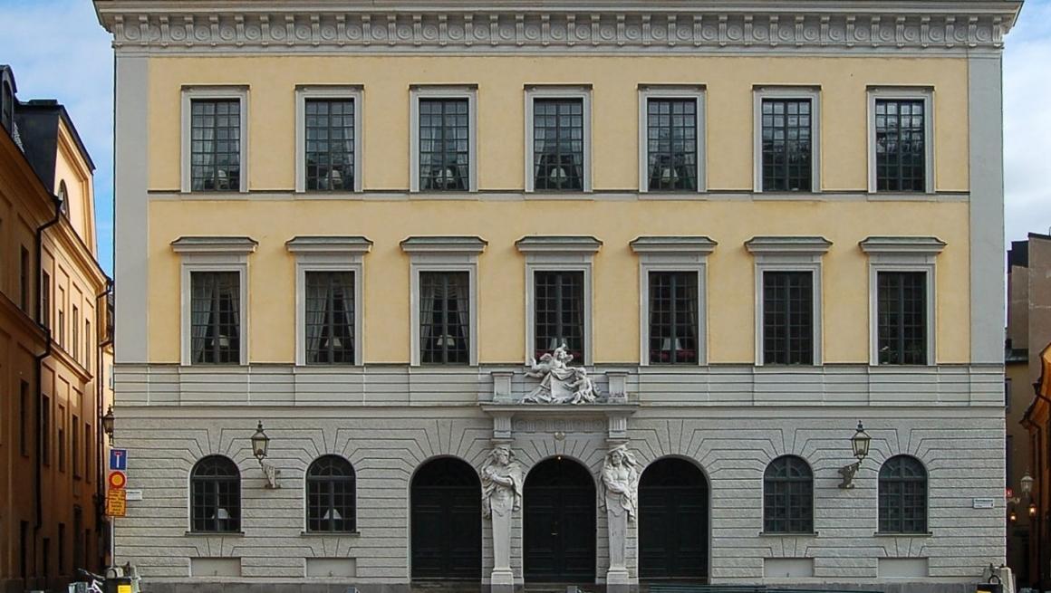 Blocketbedragare lurade Dagny 74 – sålde inredning från Tessinska palatset