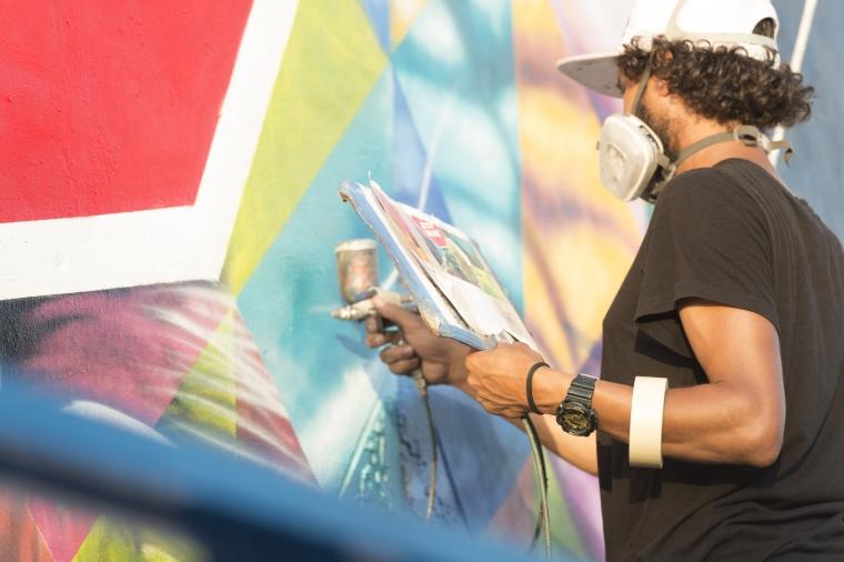Leif Östlings generositet hyllas med mural