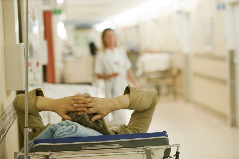 Bristen på vårdpersonal ökar risk för vårdskador