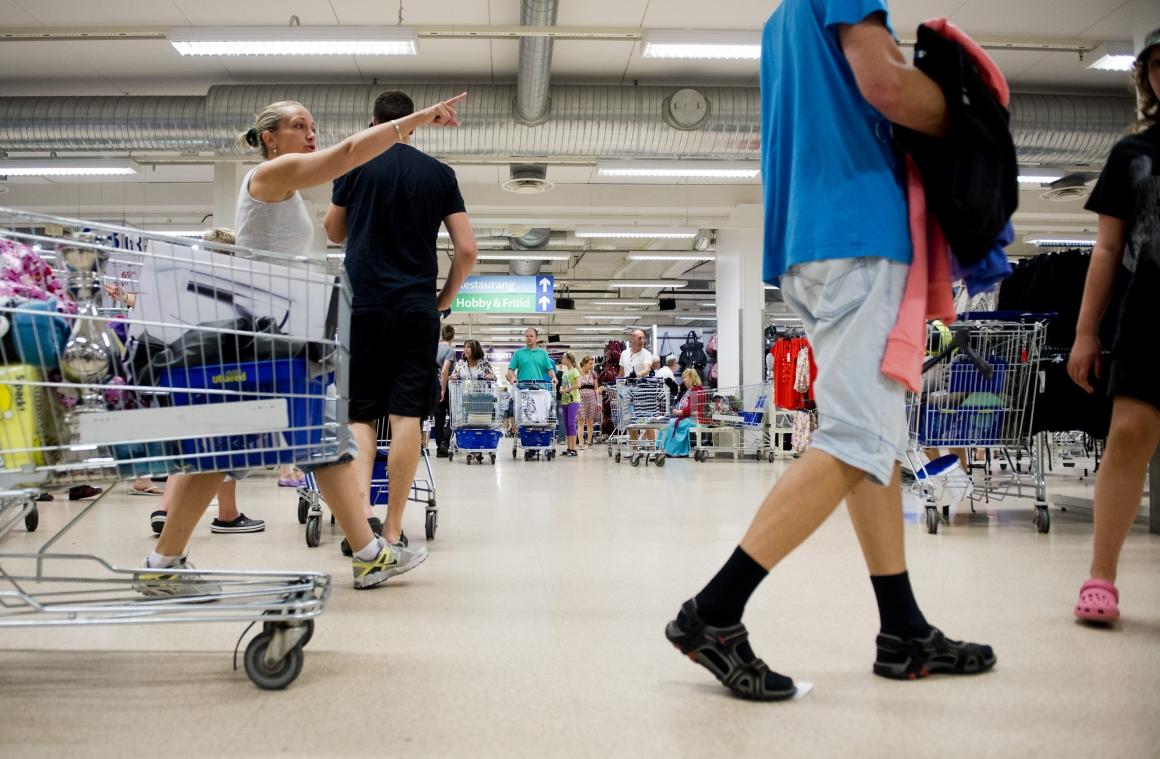 Fotbolls-vm skapar oreda i svenska butiker