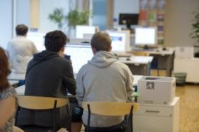A-kassorna olika stränga mot arbetslösa