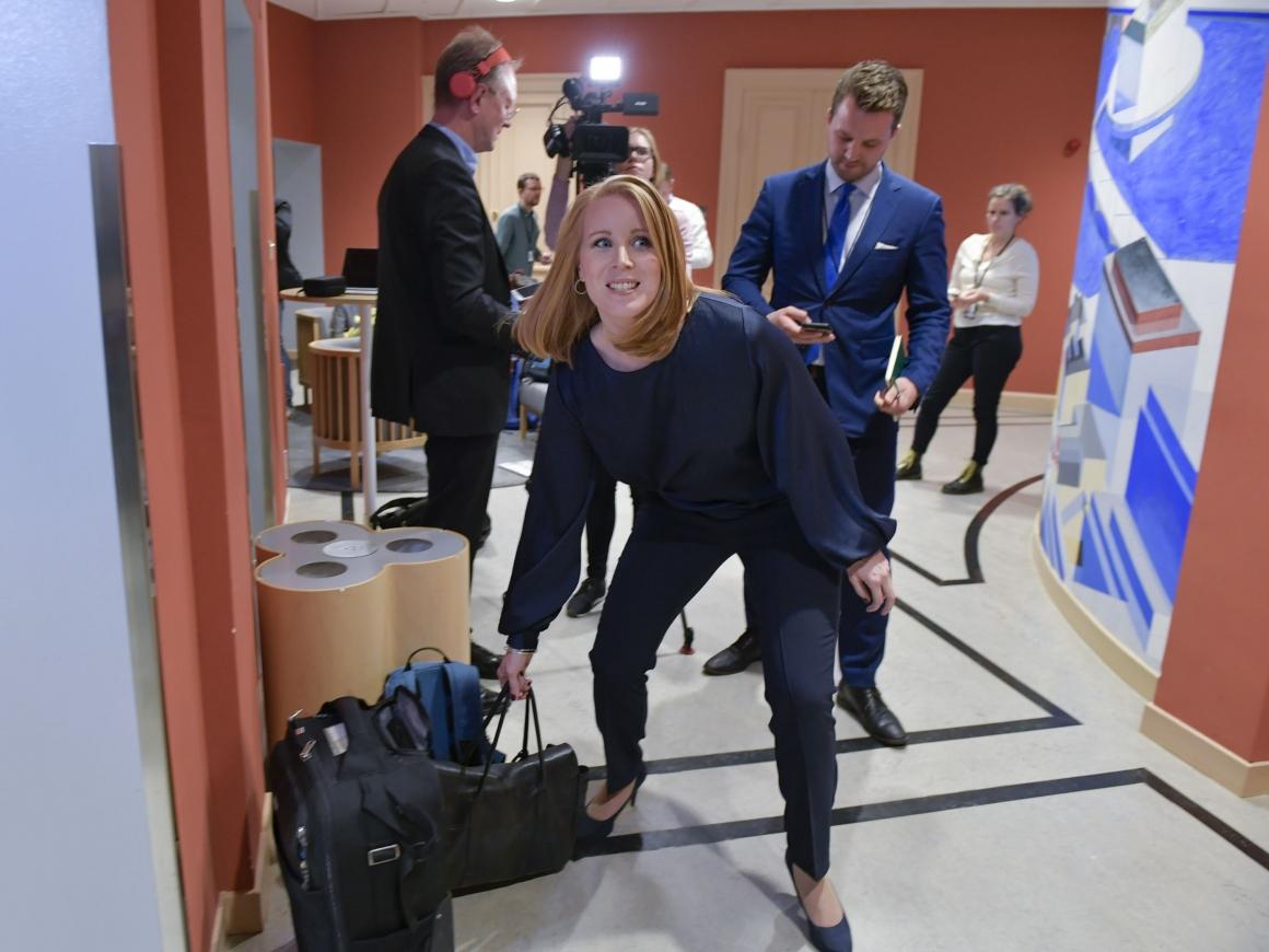 Annie Lööf skadad under tillitsövning