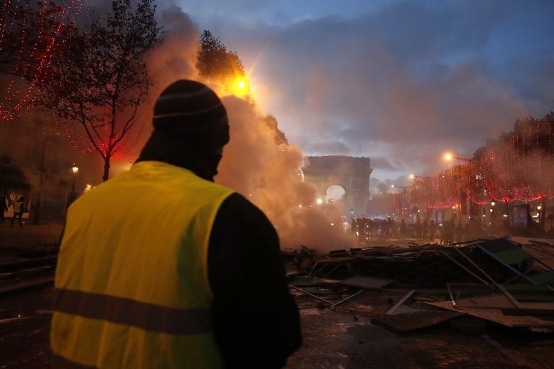 """Demonstranten: """"Målet på lördag är att inta Elyséepalatset"""""""
