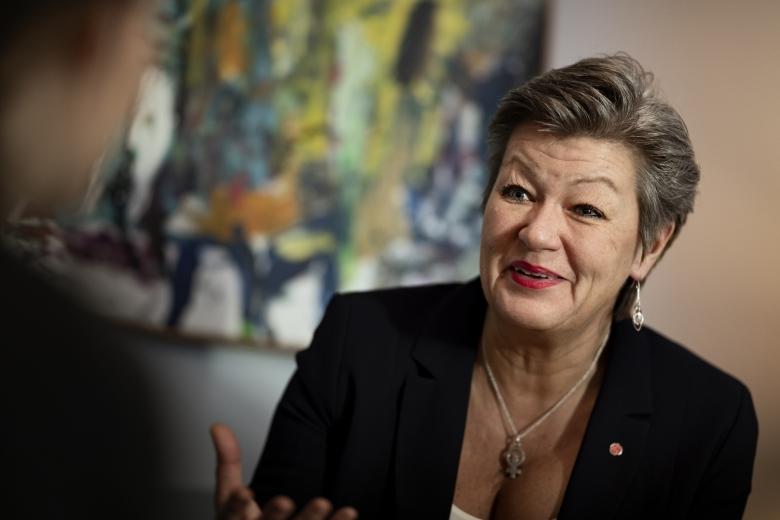 Sverige och AF får beröm av EU men nedskärningarna kvarstår