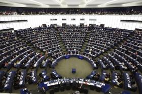 EU-parlamentet röstar för två pappamånader