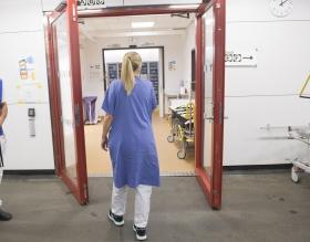 Specialistsköterskor lämnar Karolinska efter lönesänkningar