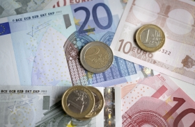 Svenska politiker vill tvingas redovisa kontorspengar