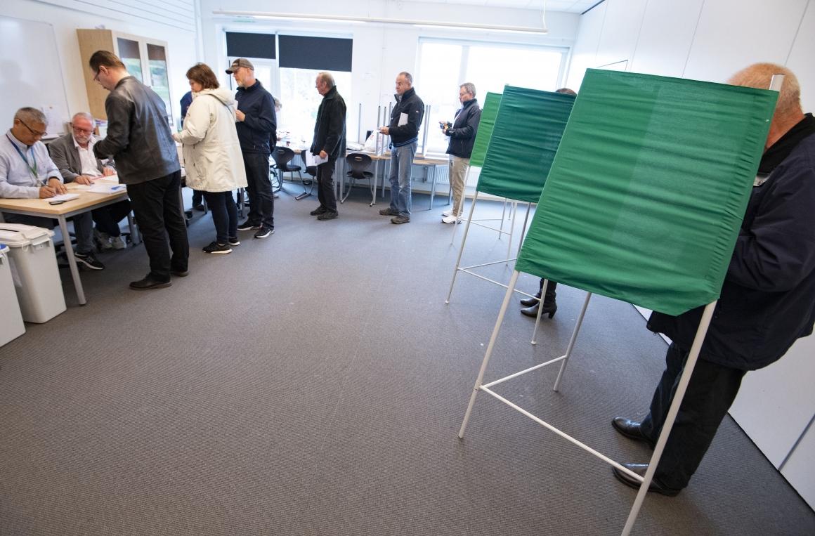 Stora skillnader när arbetare och tjänstemän röstar