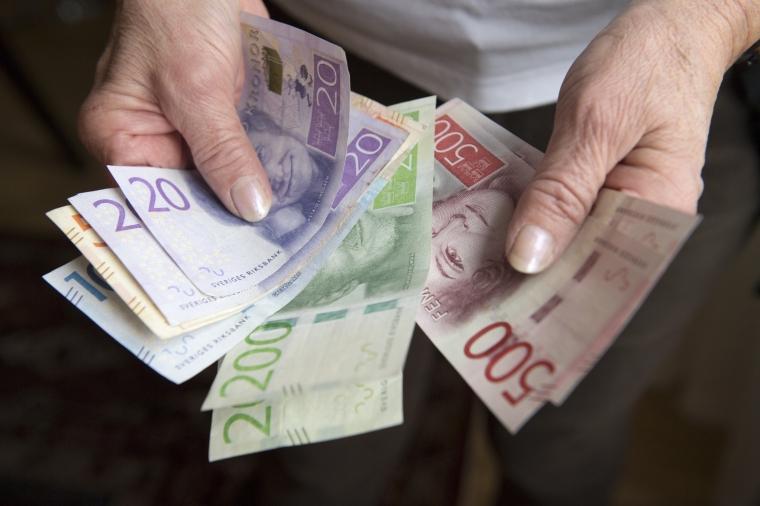 Lågavlönade pensionärer betalar pension till högavlönade