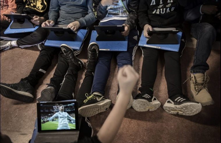 Nu vill politikerna köpa AI till skolan, trots att den är meningslös