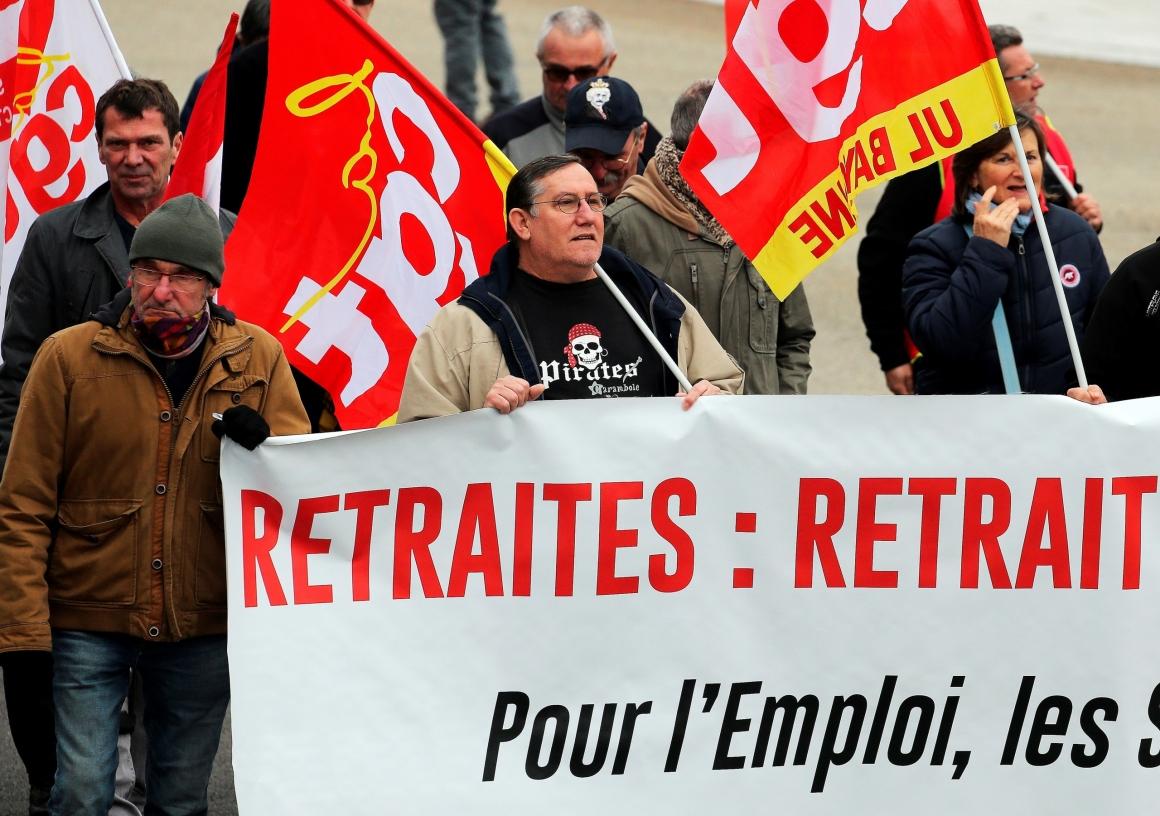 Pensionsprotester börjar jämföras med studentupproret 1968