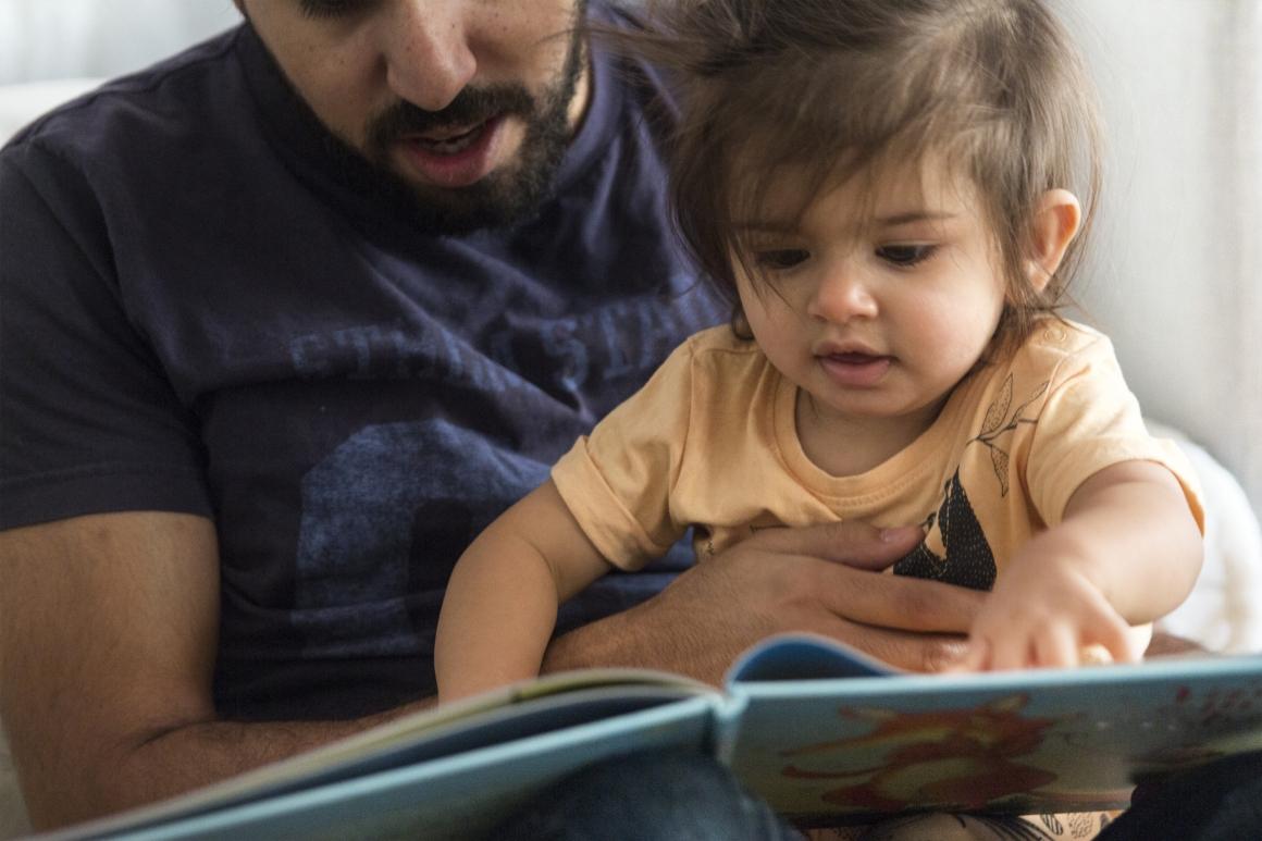 Undersökning:  Föräldrar får ofta arbeta lika mycket trots deltid