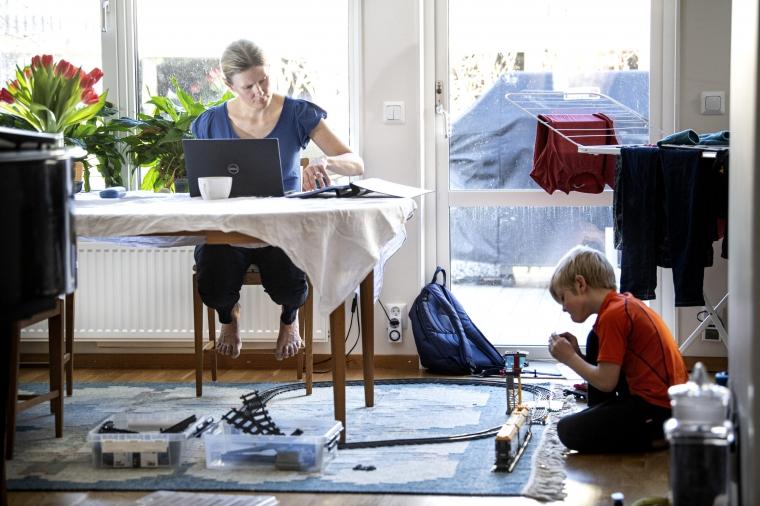 Kvinnor gillar hemmajobbandet mer än män