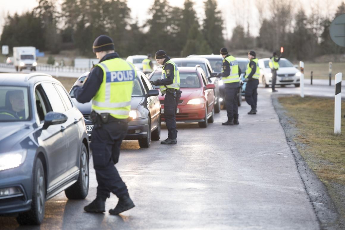 Tre skyddsstopp inom polisen på grund av pandemin