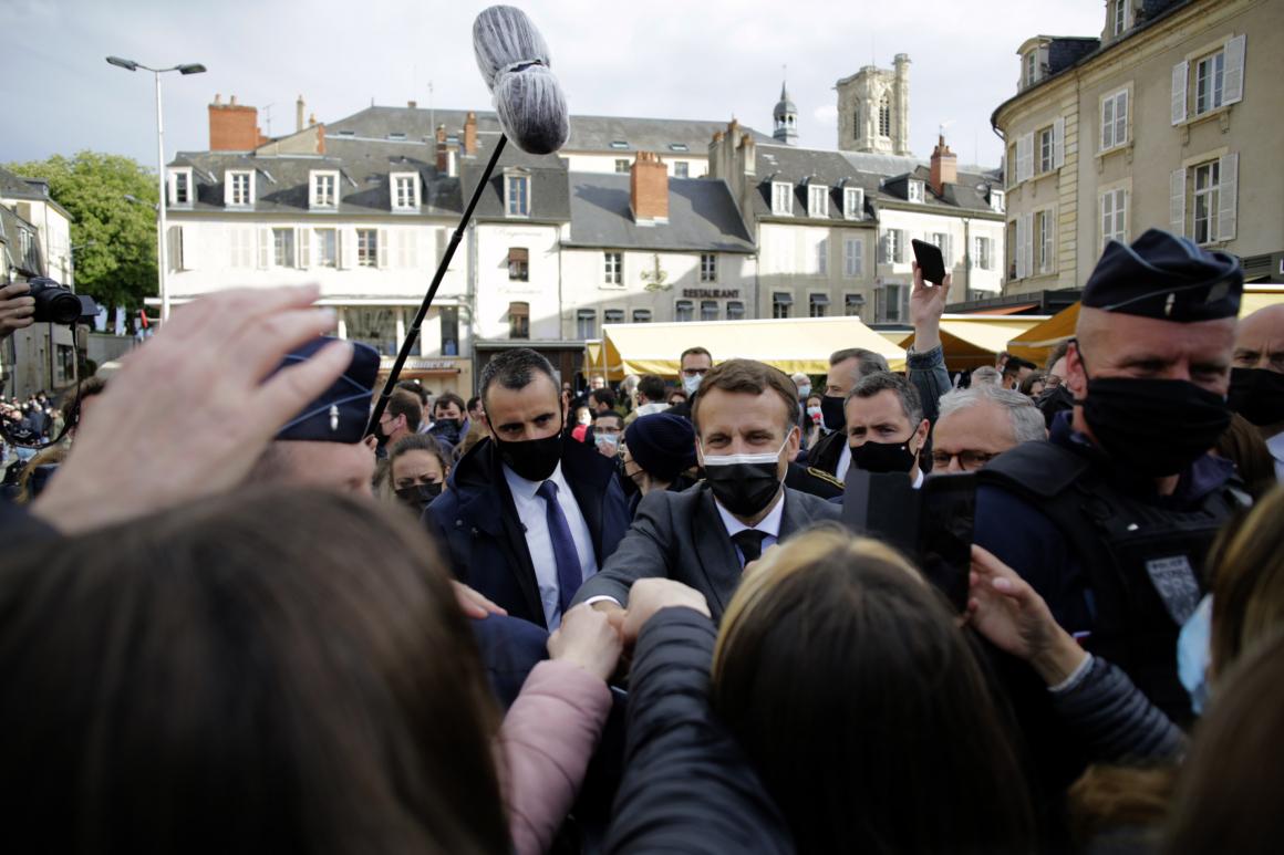 Macronregeringen får kritik för snålhet mot vårdpersonal
