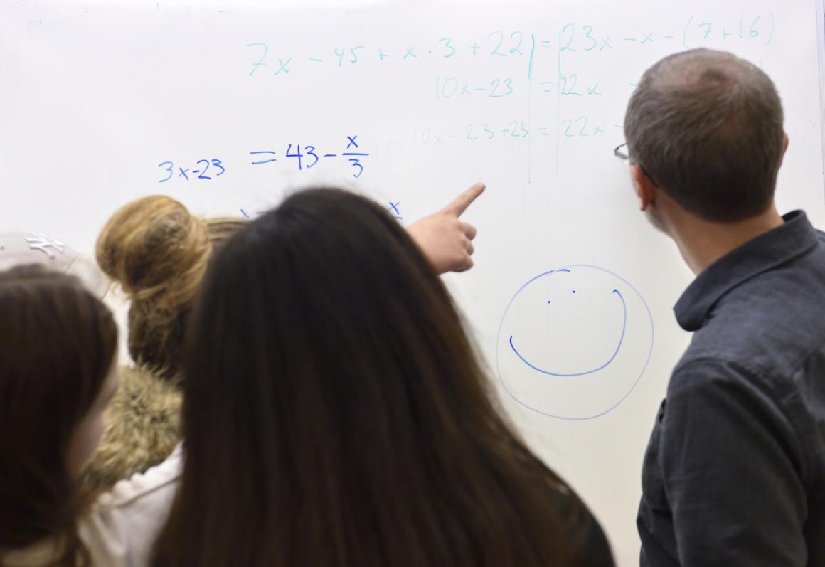 Kortare omställning av akademiker till lärare får kritik